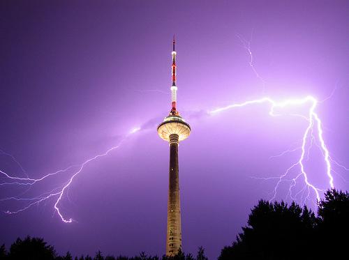 Thunder hits. Thunder looses.