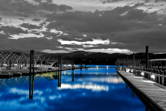 Mindblowing Assortment Of Black And White Photography With Partial Colors 34