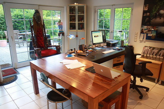 40 Inspirational Freelance Workspaces And Offices For Designer 10